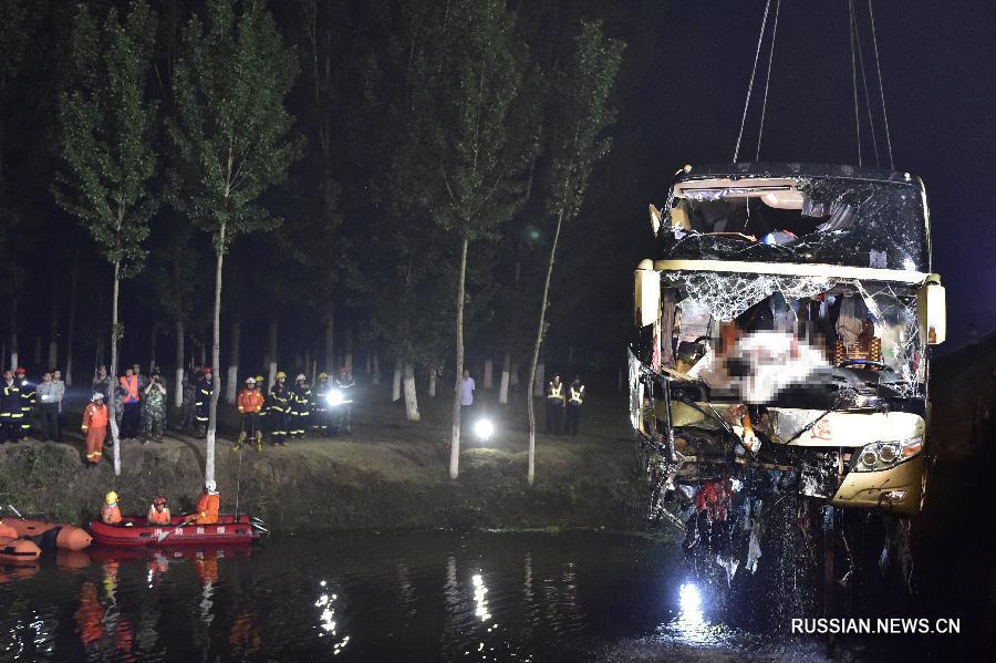 В Китае автобус упал у реку фото: Russian.News.Cn