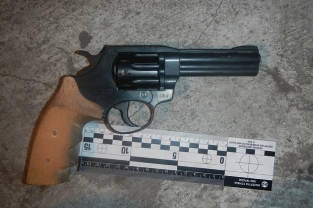 пистолет грабителя в Киеве фото: Нацполиция Києва