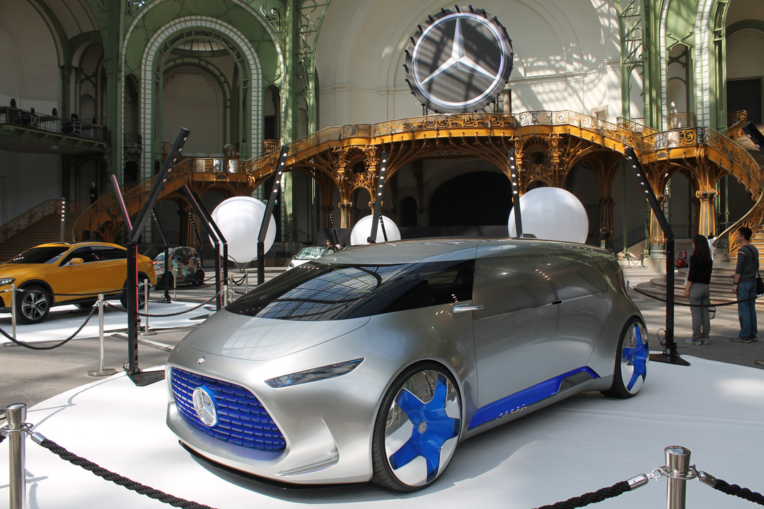 Новий футуристичний концепт-кар від Mercedes-Benz F 015