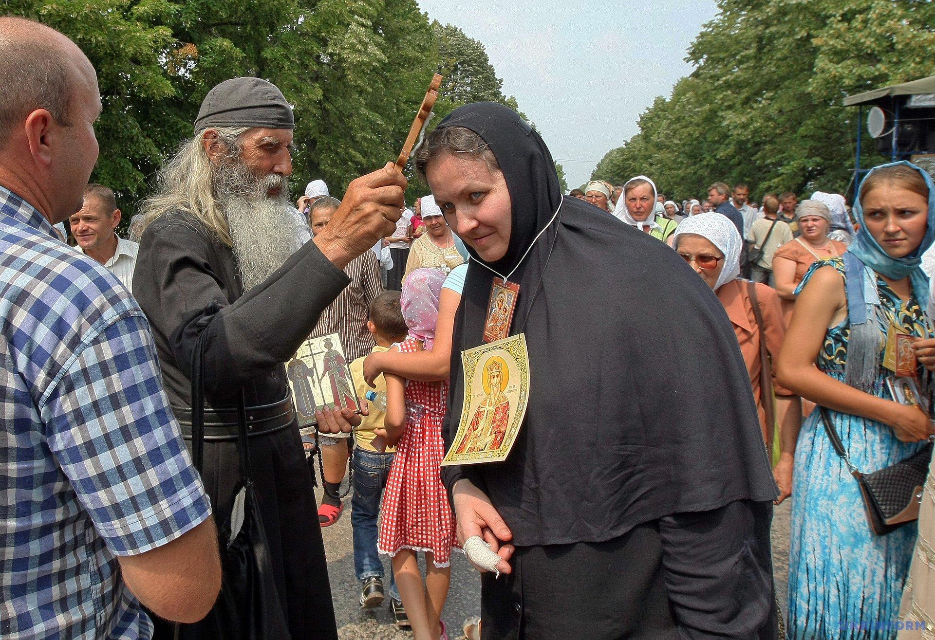 Участники крестного хода УПЦ МП / Фото: Владимир Тарасов, Укринформ