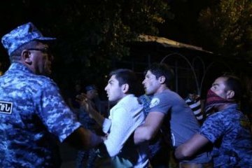 Під час заворушень у Єревані затримані 165 осіб