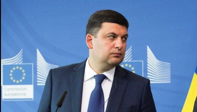 Гройсман обіцяє збільшити фінансування українських дипломатів