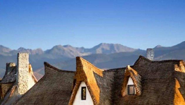 Румуни побудували глиняний замок у Долині Фей
