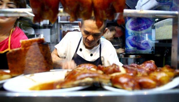 Вулична їжа в Сінгапурі отримала зірку «Мішлен»