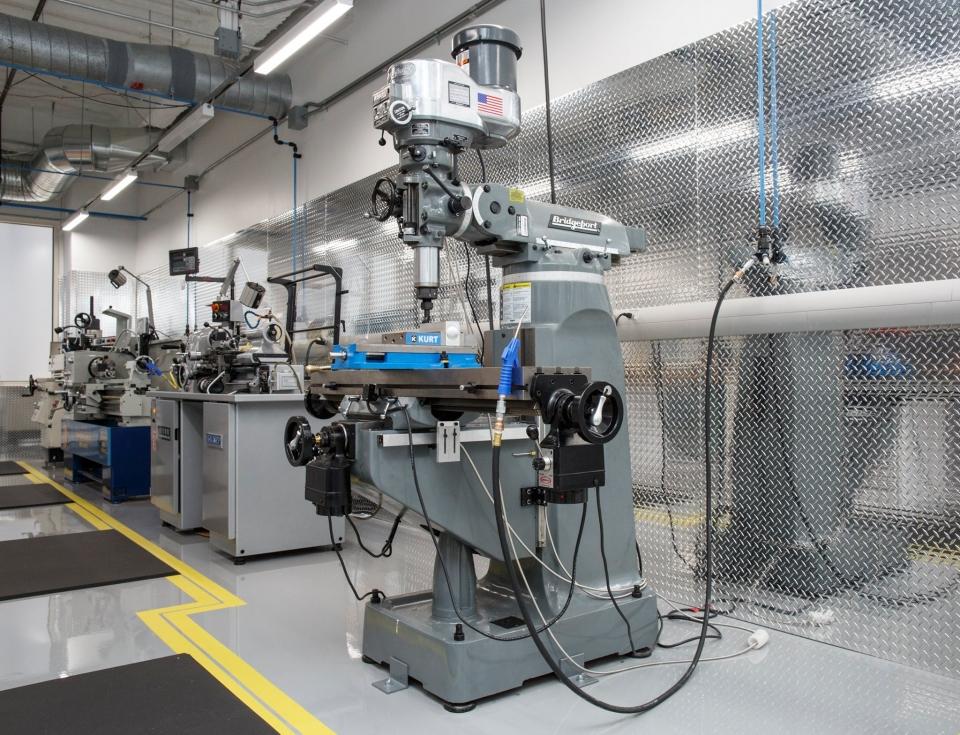 Цукерберг відкрив лабораторію зі створення літаків на сонячних батареях