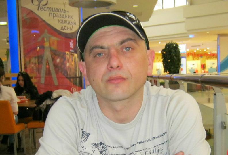 Андрій Захтей - двічі судимий рецидивіст, котрий втік від боргів до Москви. Призначений Росією на роль