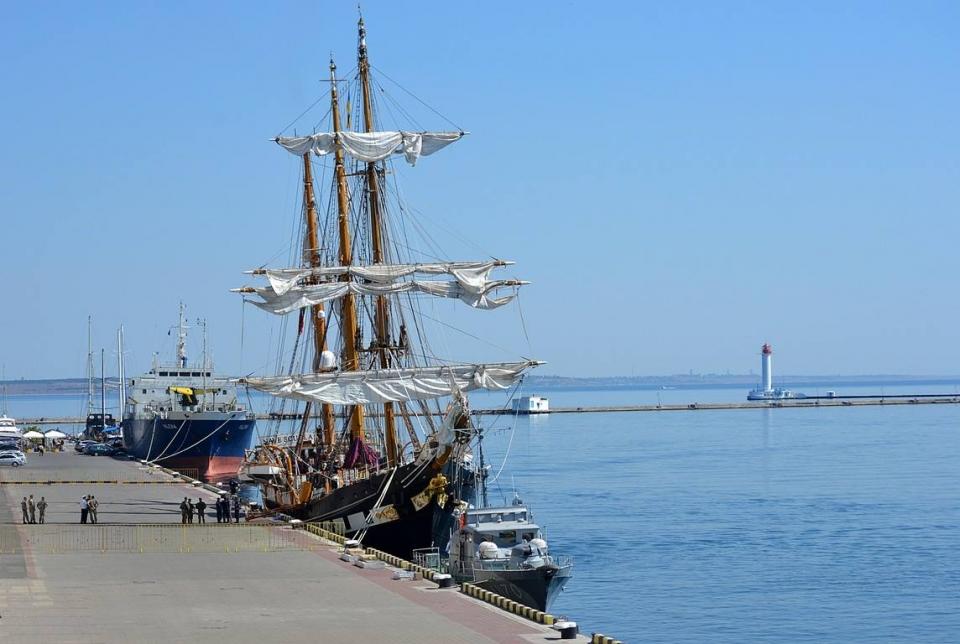 Впорту Одессы пришвартовался корабль ВМС Италии