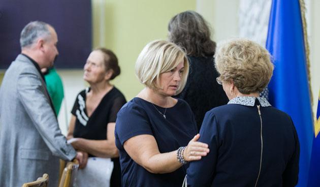 Порошенко зустрівся з родинами українців, що знаходяться в полоні
