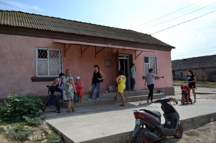 У ста метрах від будинку, де жила вбита Ангеліна, знаходиться бар, в якому працювала її мати. Фото: Думская.
