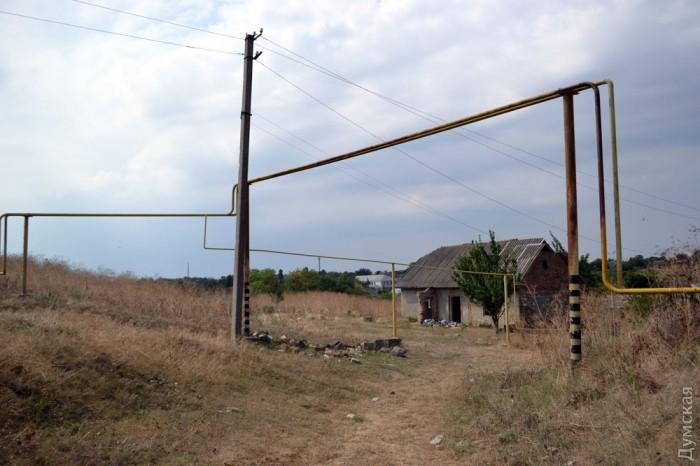 У селі багато порожніх підлогу розвалених будинків