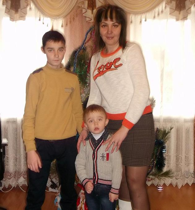 Алла Цукерман з синами. Фото: vk.com