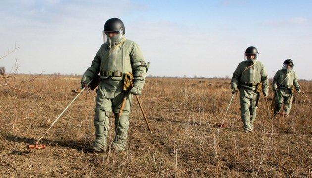 НАТО передало оборудование для разминирования на Донбассе