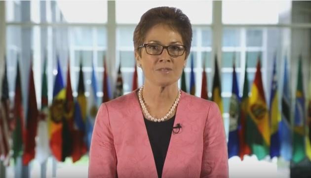 Нова посол США розповіла українською про маму, вареники і собачку
