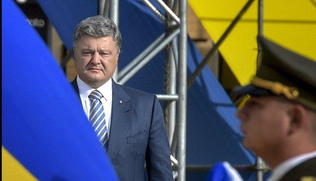 Порошенко: Москва не дарма страшилася нашого прапора