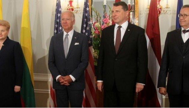Страны Балтии и США договорились реагировать на