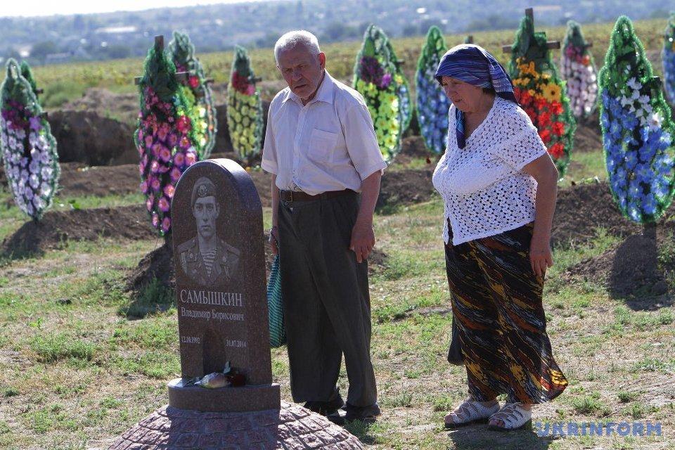 У Дніпрі вшанували пам'ять військових, загиблих у боях за Іловайськ / Фото: Микола М'якшиков, Укрінформ