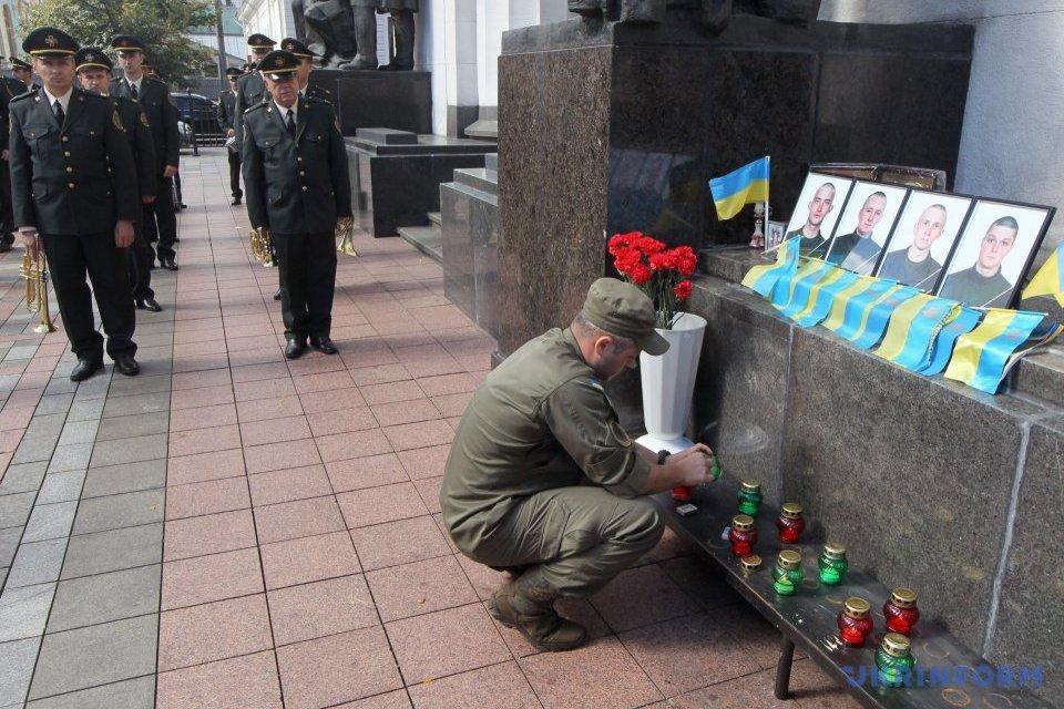 Під Радою вшанували пам'ять нацгвардійців, що загинули рік тому / Фото: Павло Багмут, Укрынформ