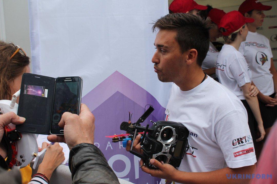 Переможець фіналу Paris Drone Festival француз Дункан Босуан