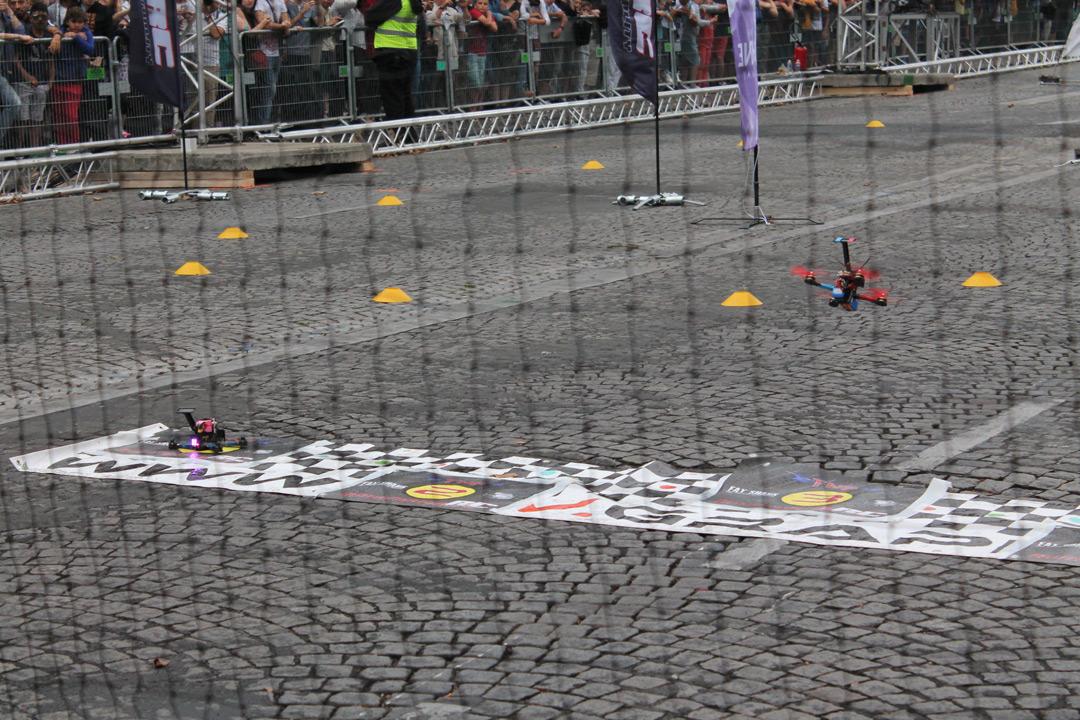 Дрони на старті Paris Drone Festival