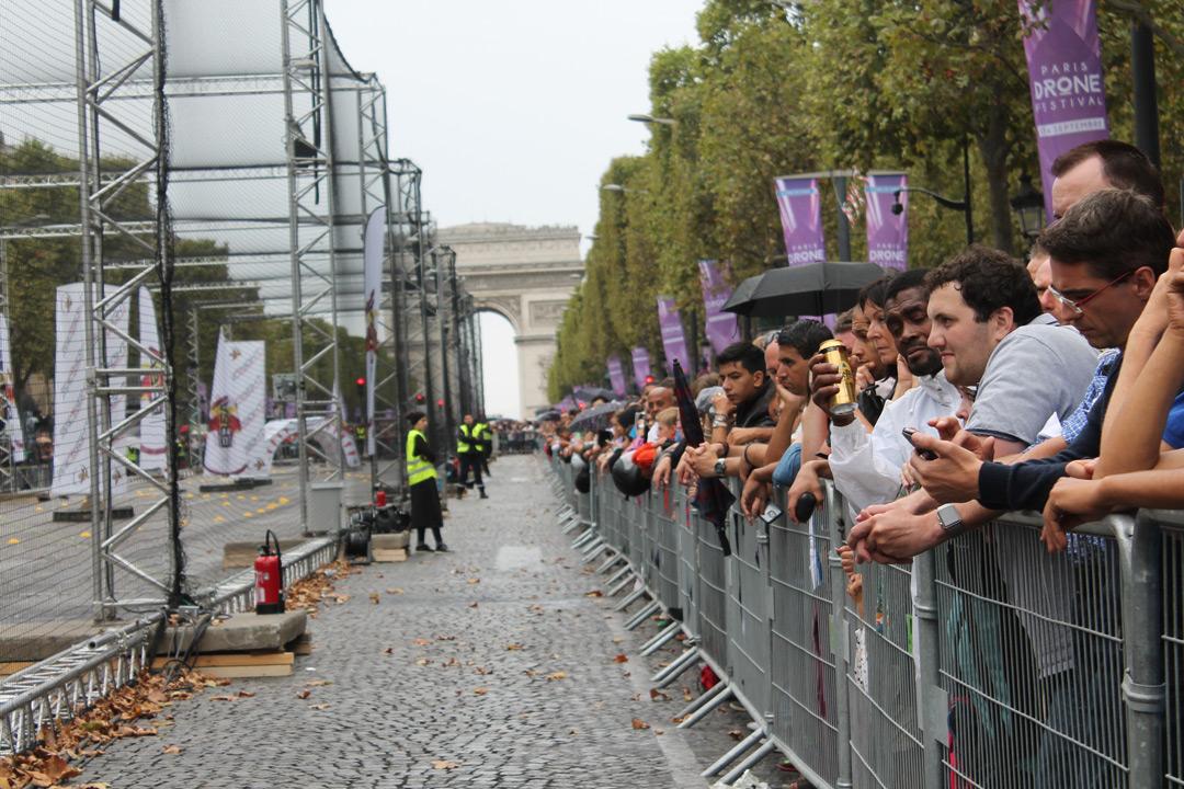 Дрони над Парижем: у безпілотників є невійськове майбутнє