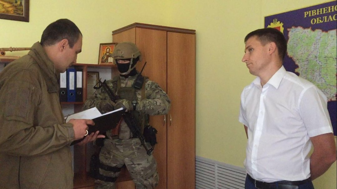 ВРовненской области обнаружили 4 янтарные «копанки»