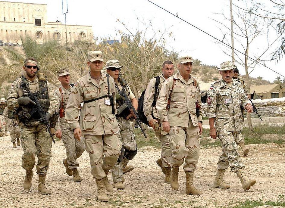 На фото: Джон Абізаїд, Ірак (2003 рік)