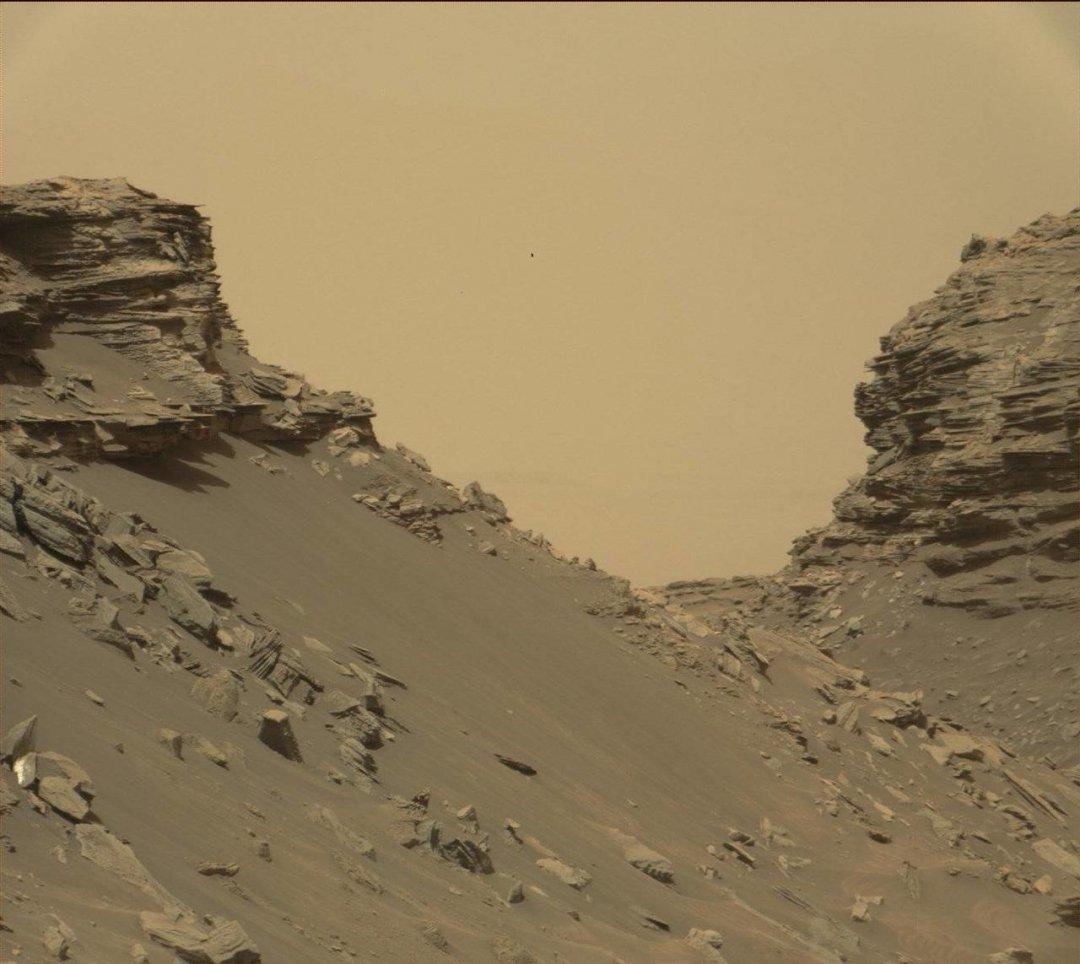 Скалы с обнажениями слоистой породы в «Останцах Мюррея». 8 сентября 2016 года, 1454-й марсианский день работы Curiosity Фото: MSSS / JPL-Caltech / NASA