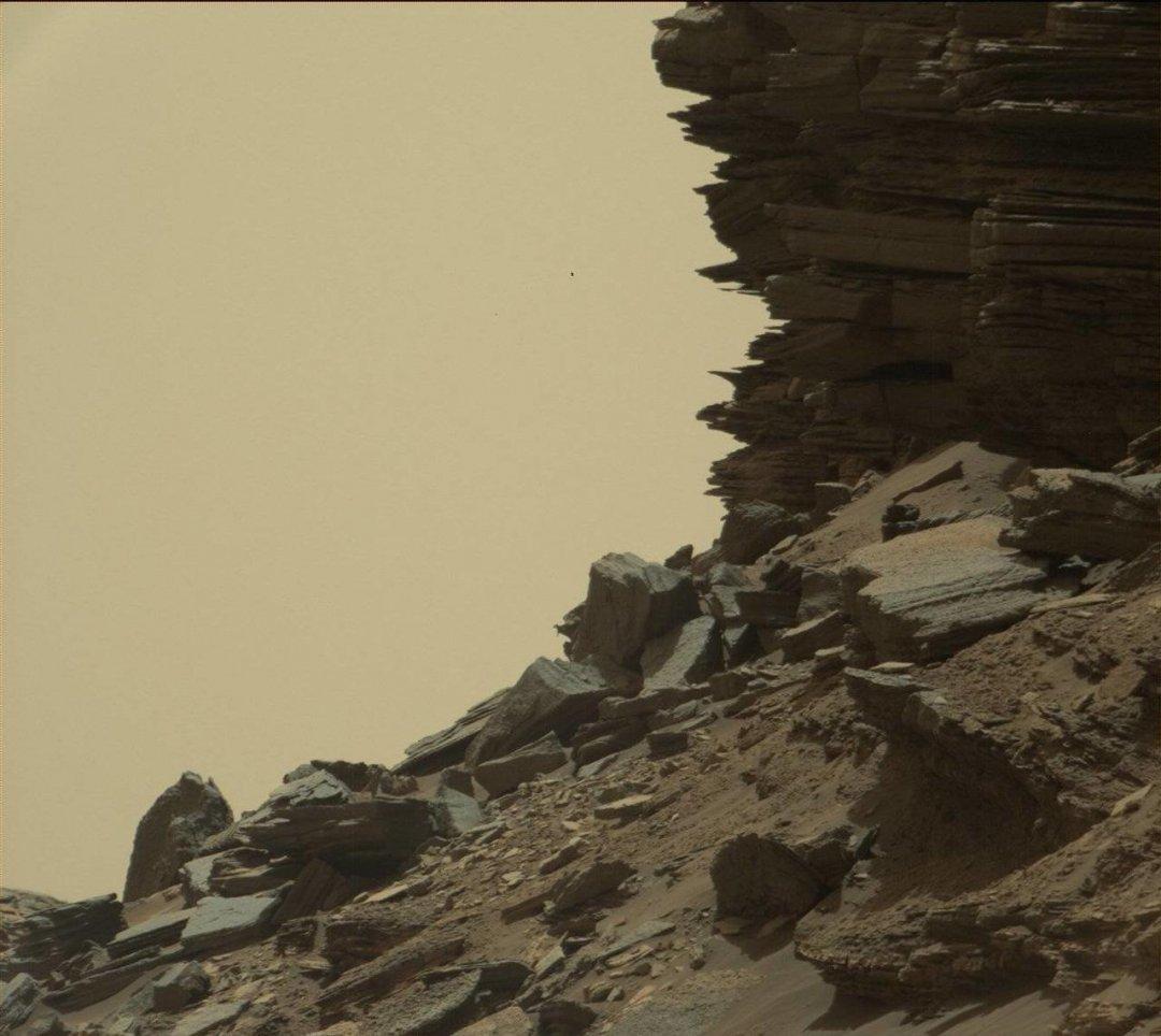Склон с обнажениями слоистой породы в «Останцах Мюррея». 8 сентября 2016 года Фото: MSSS / JPL-Caltech / NASA