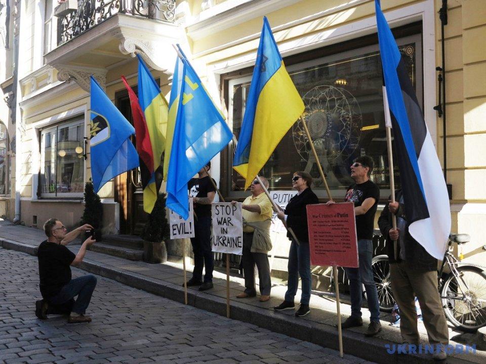 Посольство РФ в Естонії пікетували на підтримку українських політв'язнів