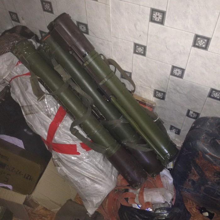 Налинии разграничения наДонбассе отыскали тайник с русским оружием