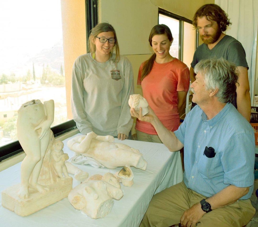Археологи знайшли стародавні статуї Афродіти в Йорданії
