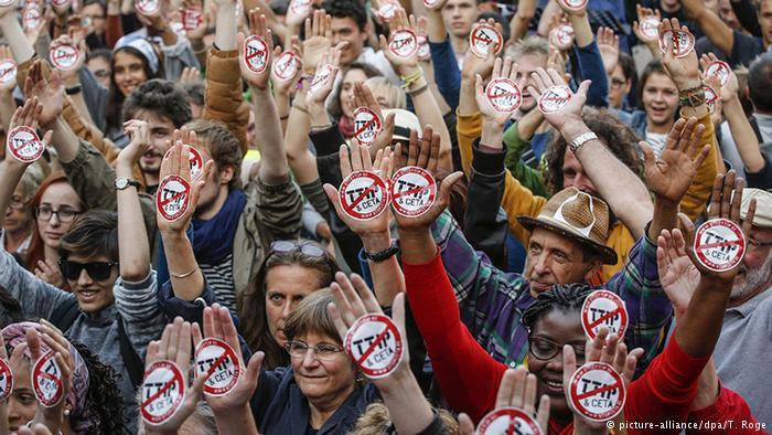 ВБрюсселе прошла манифестация против контракта освободной торговле сСША