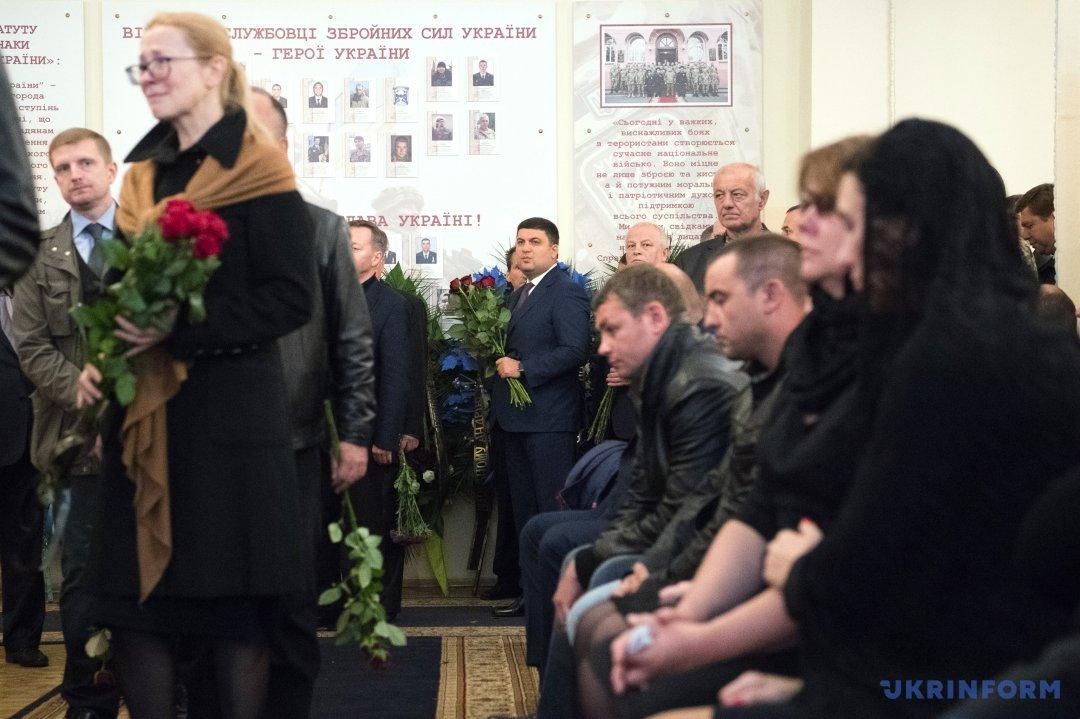 Люди выстроились в самые большие очереди, чтобы попрощаться спогибшим Тарановым