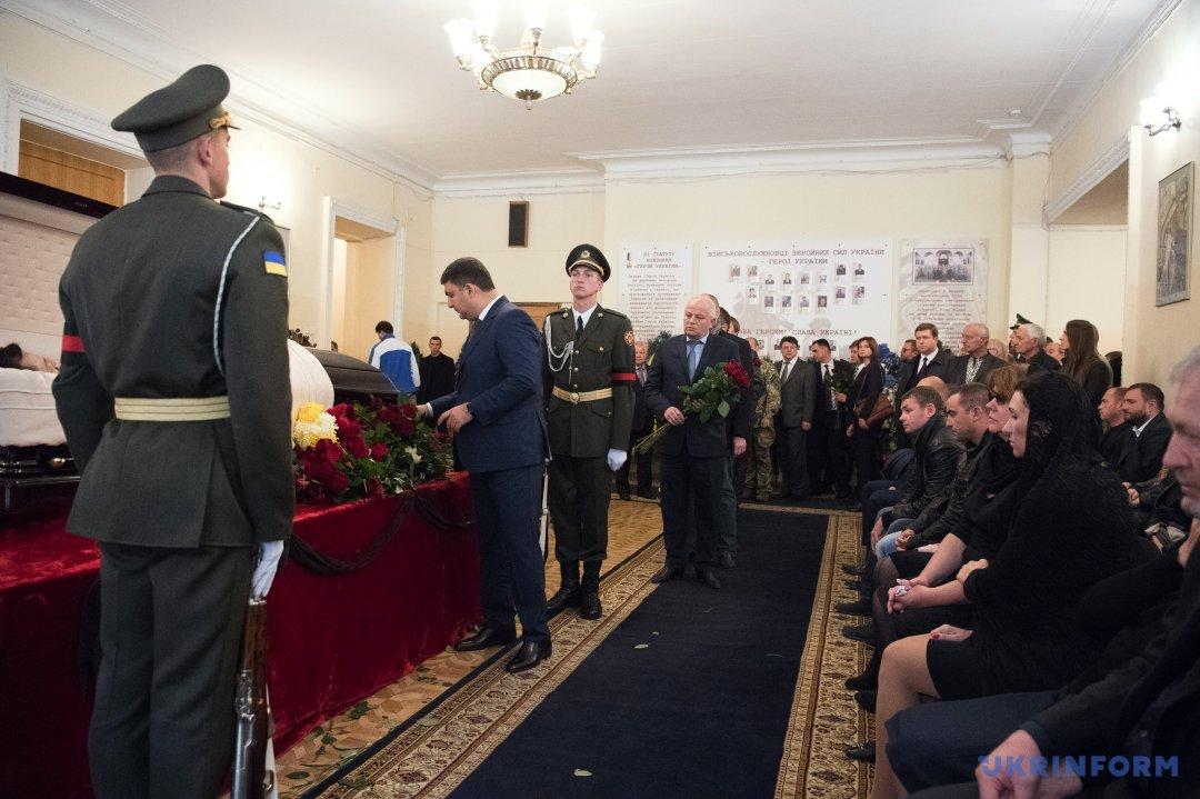 ВКиеве прощаются спогибшим заместителем руководителя АПТарановым