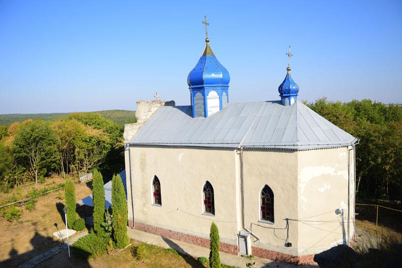 Троїцька церква на території Свято-Троїцького монастиря, смт Сатанів, Хмельницька область, 16 вересня 2016 року.