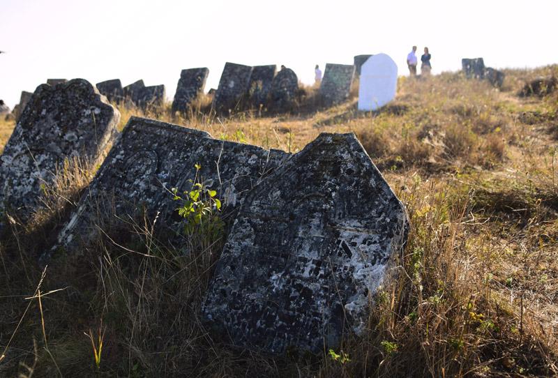 Єврейський цвинтар, смт Сатанів, Хмельницька область, 16 вересня 2016 року.