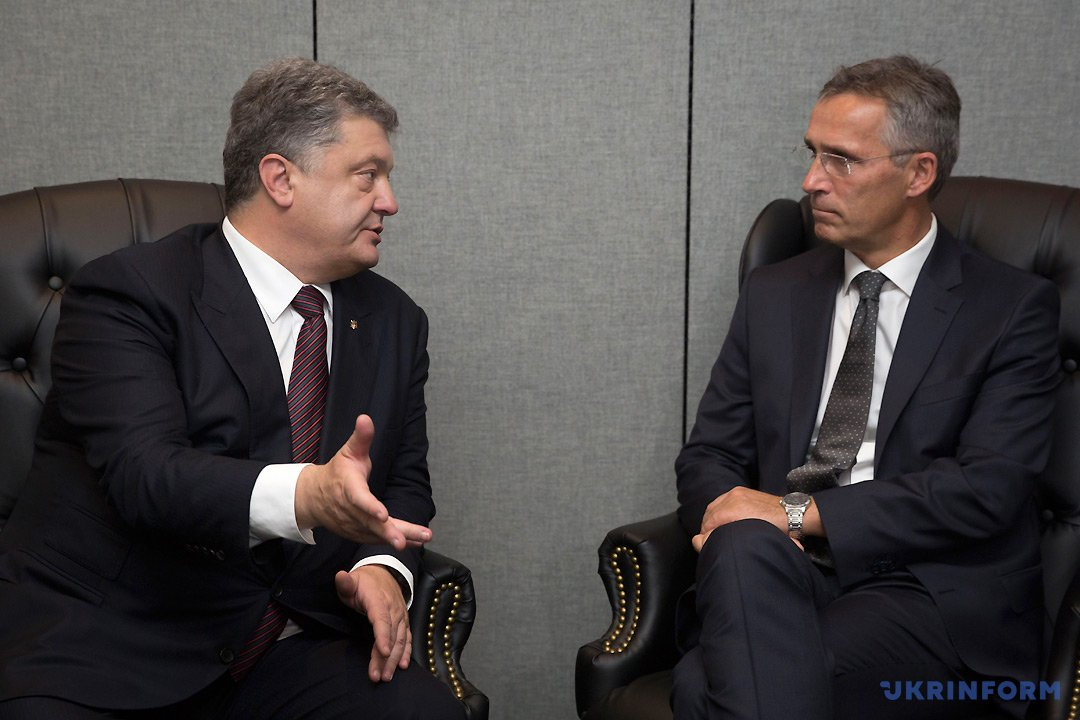 Президент Украины Петр Порошенко (слева) и Генеральный секретарь НАТО Йенс Столтенберг. Фото: Михаил Палинчак, Укринформ.