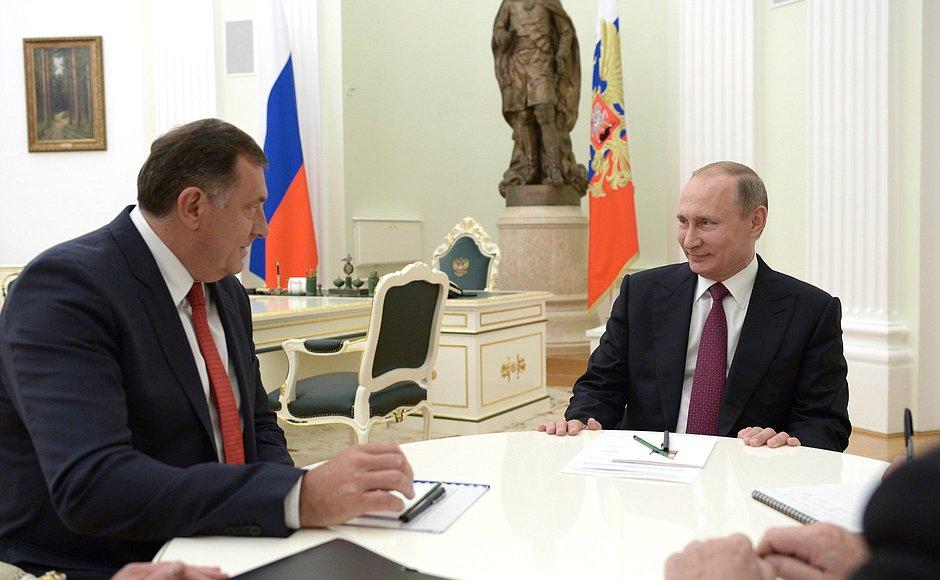 На фото: президент РФ Володимир Путін (праворуч) та президентом Республіки Сербської Боснії та Герцеговини Мілорад Додік
