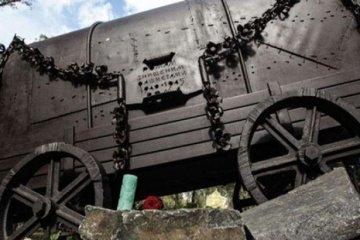 """У Бабиному Яру відкрили монумент """"Ромська кибитка"""""""