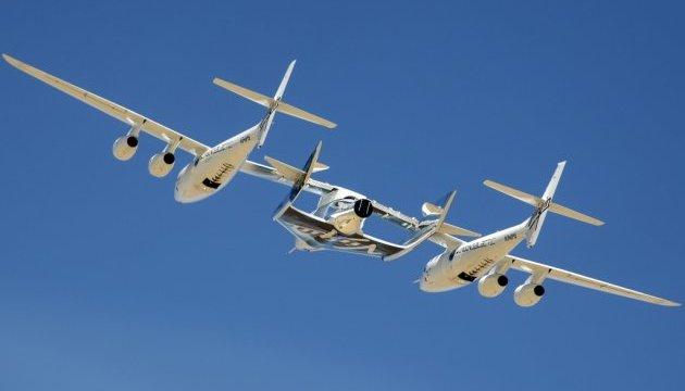Virgin Galactic вперше підняла у повітря космічний корабель для туристів