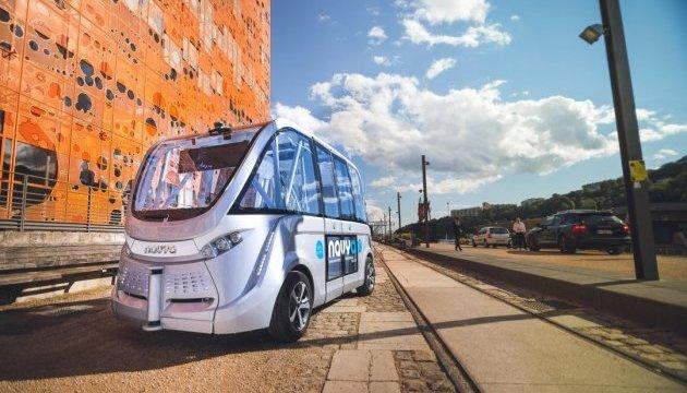 У Франції запустили безкоштовні безпілотні автобуси