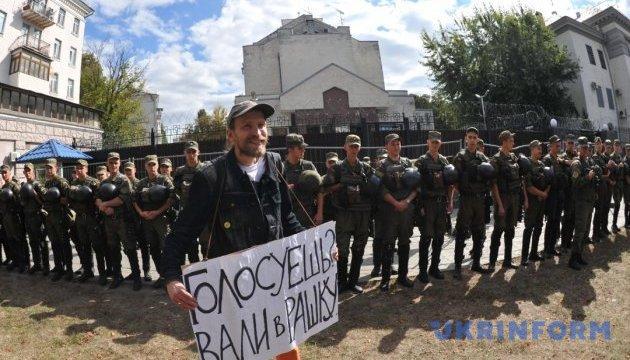 Правоохоронці посилили охорону посольства РФ в Києві