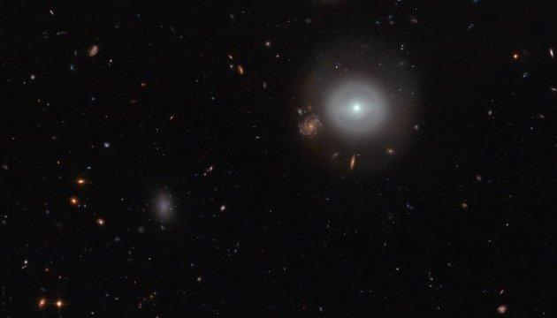 """Хаббл"" сфотографував незвичайну ""стару"" галактику"