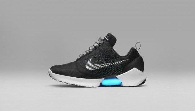 """Nike випустила кросівки з """"автоматичною шнурівкою"""""""
