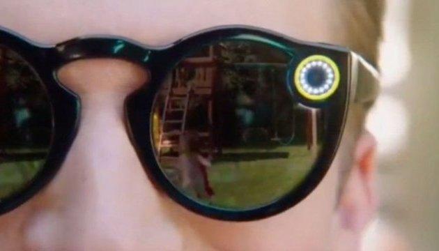 Виробник додатку Snapchat випустив сонячні окуляри із вбудованою камерою
