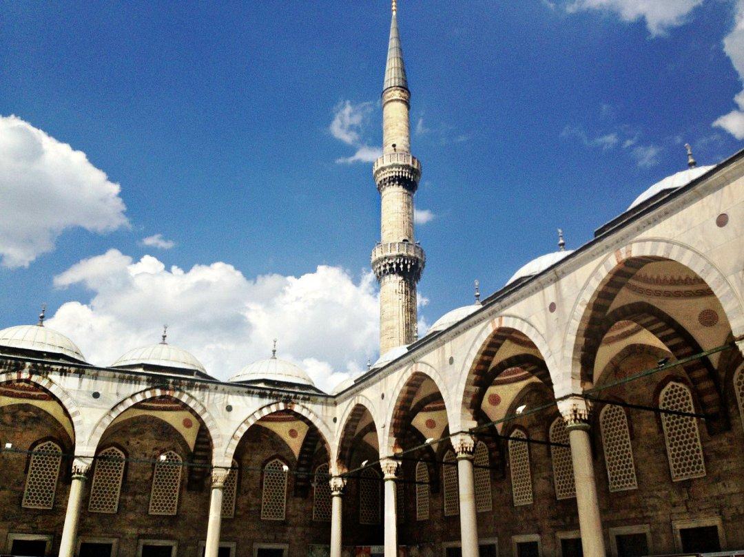 Во внутреннем дворике Султанохмета