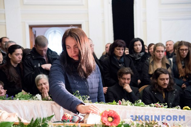Нежданная смерть исполнительницы вКиеве: размещены фото сцеремонии прощания