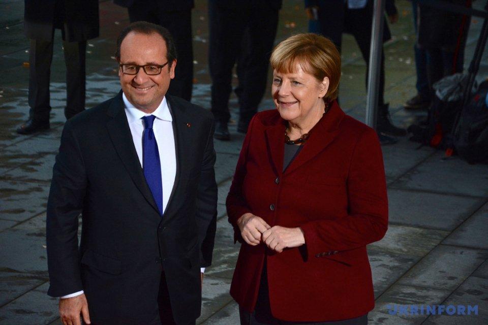 На фото: Франсуа Олланд - президент Франції та Ангела Меркель - канцлер Німеччини