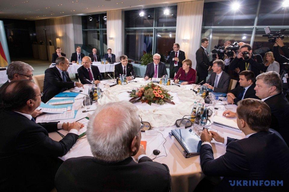 Оптимизм Порошенко, Путин с пивом и берлинские надежды на мир в Донбассе, фото-1
