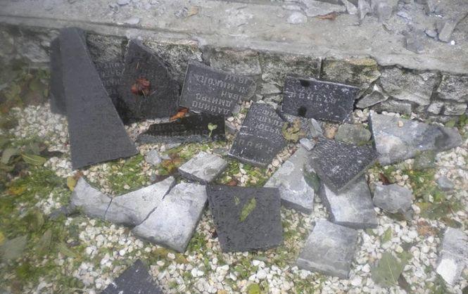 Члени ултраправої організації ... знищили пам'ятник на братській могилі 13-х вояків УПА в селищі Верхрата Любачівського повіту Підкарпатського воєводства